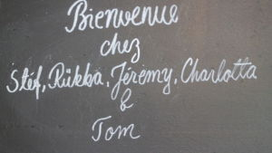 ranskalainen kyläkauppa tervehtii