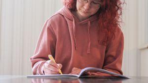 Kuvituskuva opiskelijasta.