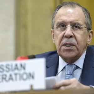 """Rysslands utrikesminister Sergej Lavrov anklagar Turkiet för """"smygande expansion"""" i Syrien"""