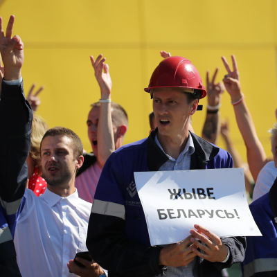 Fabriksarbetare demonstrant i Belarus 17.8.2020