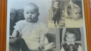 Svartvita bilder av barn. Holger Grönroos är uppe i mitten. Hans mamma till vänster och barnen till höger.