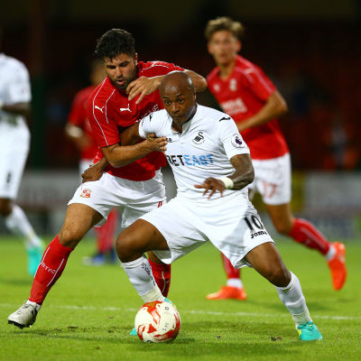 Andre Ayew är en fotbollsspelare från Ghana.