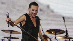 Depeche Moden laulaja Dave Gahan lavalla.