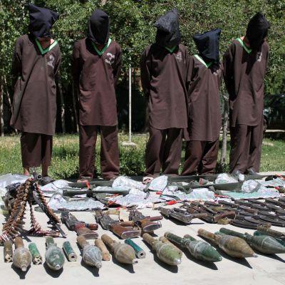 Haqqani-nätverket är ökänt för sina blodiga terror- och självmordsattacker. Dessa medlemmar av terrorgruppen greps i Kabul med vapen och sprängämnen