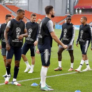 Frankrike tränar inför en match i VM