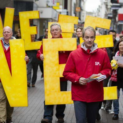 Demonstration i Nederländerna mot EU:s samarbetsavtal med Ukraina
