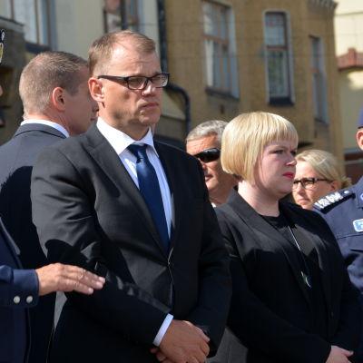 Juha Sipilä och Annika Saarikko på Salutorget i Åbo.