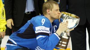 Mikko Koivu har lett Finland till VM-guld i ishockey tidigare. Han får rollen som kapten och förstacenter också i Yle Sportens trupp i år.