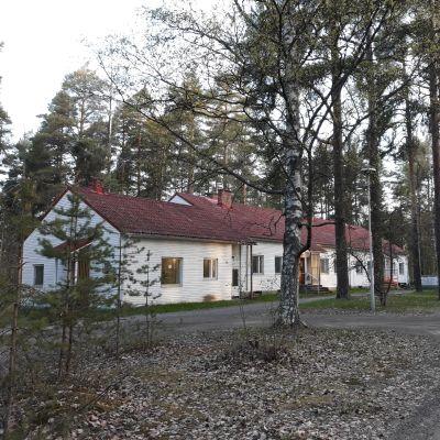 Pielisensuun pappila on rakennettu 1950-luvun alussa.