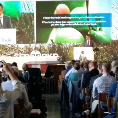 Haglund håller linjetal vid SFP:s partikongress