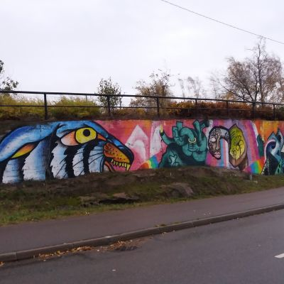 Graffititeos betonimuurissa