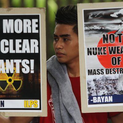 Filippinsk man demonstrerar mot kärnvapen i augusti 2012.
