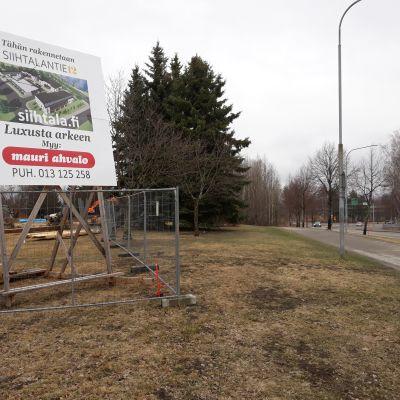 Joensuun Siihtalassa on alettu rakentaa neljää pienkerrostaloa Pielisjoen rantamaisemiiin.