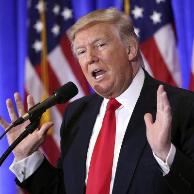 Trump under presskonferensen i Trump Tower, New York 11.1.2017