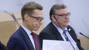 Alexander Stubb och Timo Soini i riksdagen 17.12.2015