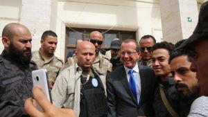 FN-sändebudet Martin Kobler har i veckor medlat de rivaliserande regeringarna i Libyen för att bilda en ny nationell enhetsregering