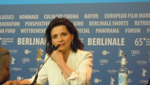 Juliette Binoche på presskonferens.