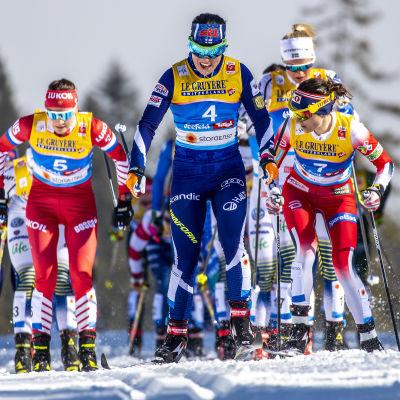 Krista Pärmäkoski i lördagens skiathlonlopp.