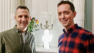 Manusförfattarna Mark Huckerby och Nick Ostler.