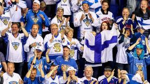 Supportrar följer med Finland spela i ishockey-VM 2019.