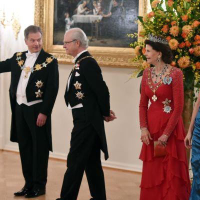 Festmiddag på presidentens slott på tisdagen.