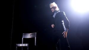 Jorma Uotinen som Andy Warhol i Andy Warhol Superstars