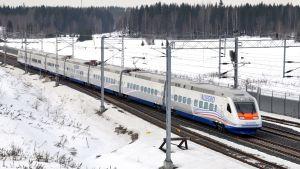 Allegro-tåget har en toppfart på  220 km/h