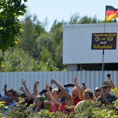 Protester mot Angela Merkel i Heidenau