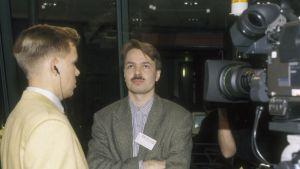 pekka Haavisto intervjuas 1995.