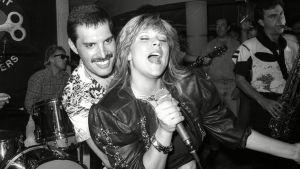 Samantha Fox och Freddie Mercury sjunger tillsammans på Mercyrus privata födelsedagsfest