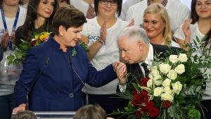 Beata Szydlo och Jaroslaw Kaczynski.