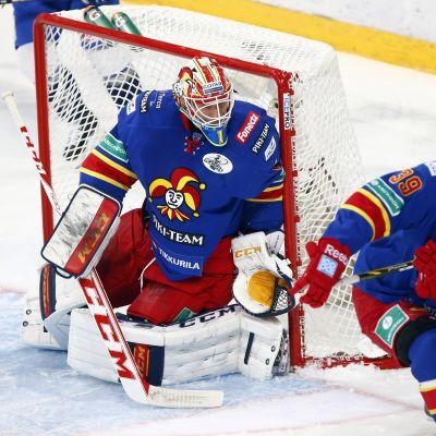 Henrik Karlsson vaktar båsdörren på tisdagen.