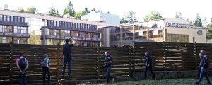 Fotografer tar bilder på spelarhotellet.