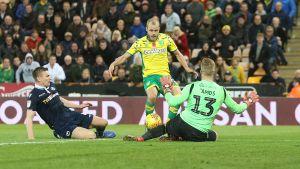 Teemu Pukki gör mål för Norwich.