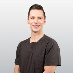 Jonas Englund är munhygienist.