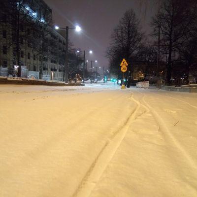 Lunta Tampereen kadulla 28. tammikuuta 2020 varhain aamulla.