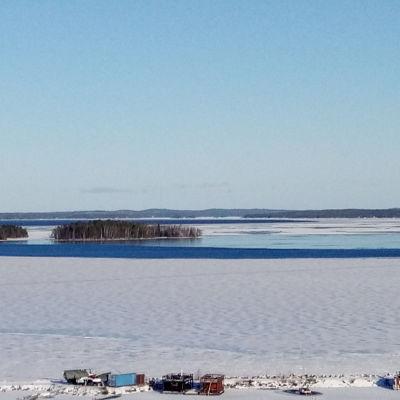 Torstaina järvi ei ollut ihan vielä jäätynyt