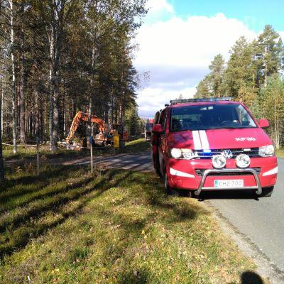 Räddningsverket sanerar olycksplatsen.