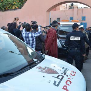 En marockansk polisbil transporterar de två kvinnornas kroppar från ett bårhus i Marrakesh.