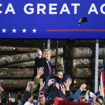 Presidentti Donald Trump kampanjoi Minnesotassa kaksi päivää ennen kuin hänellä todettiin koronatartunta.