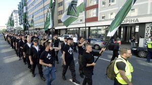 Nordiska motståndsrörelsen marscherar i Åbo.