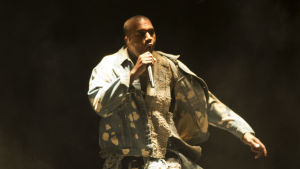 Kanye West uppträder på Glastonbury Festival of Contemporary Performing Arts 2015