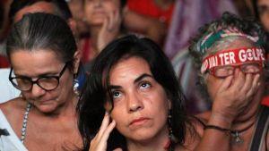 Tre anhängare till Rousseff reagerar på Rousseffs förlust i omröstningen i underhuset 17.4.2016