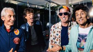 The Rolling Stones kiertueella Latinalaisessa Amerikassa. Kuva dokumenttielokuvasta The Rolling Stones: Olé Olé Olé A Trip Across Latin America (2016).