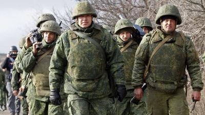 Venäjän tukemat kapinalliset marssivat Petrivsken kylän lähellä Itä-Ukrainassa viime talvena.