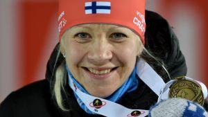 Kaisa Mäkäräinen med sitt VM-brons, 2015.