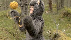 Elin Smedlund spelar katten Mirra