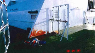 Blod på väggen vid brottsplatsen för viking Sally-mordet.