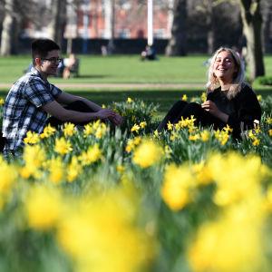 Människor i St. James's Park i London tisdagen den 26 februari 2019.