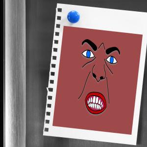 Jääkaapin ovessa vihaiset kasvot.